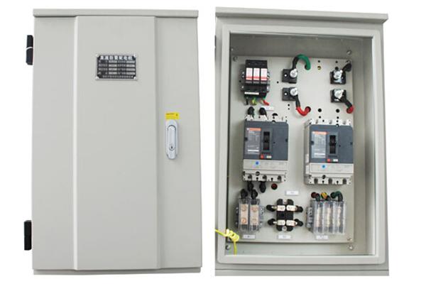 什么是UPS配电箱?什么又是配电柜呢?有区别么?从字面上看没什么区别吧,最多就是体积大小的不同。这么理解也没什么不可,有很多人都把配电柜和配电箱当作同一个产品,那我们就来研究一下吧。 首先配电箱和配电柜都是属于成套设备,配电箱属于低压成套设备,配电柜则有高低压。其次从箱和柜来说,配电箱是一个安装在墙上的箱子,配电柜是如衣柜般放置在地上,可以说是大小不同的箱体和柜体而已。 从结构功能来说呢,配电箱是一个小型的电源分配设备,内部结构比较简单,包含电源开关和保险装置,作用于用电设备的配电和控制,对线路的短路、过